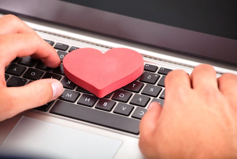 Writing messages on international dating sites