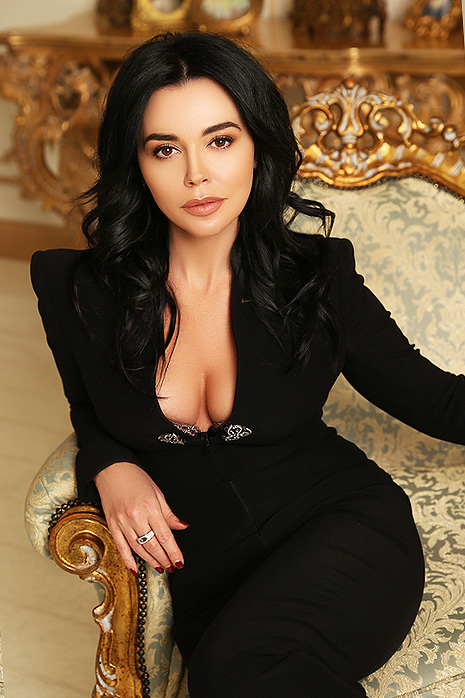 Find a beautiful and sophisticated Ukrainian girl to start a family with